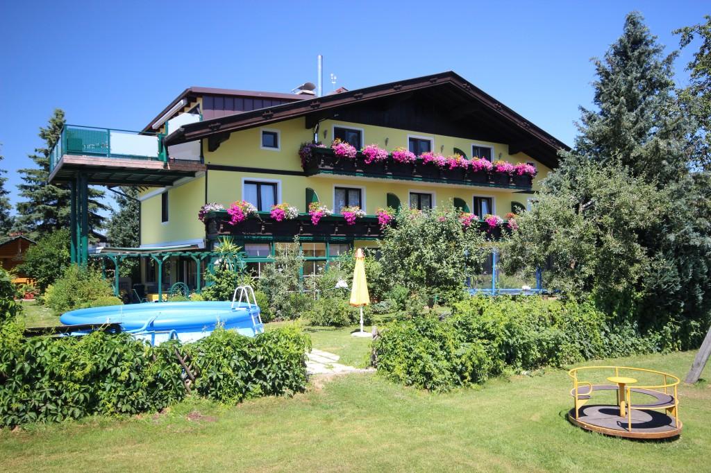 Ferienhaus der Familie Hemetsberger in St. Georgen im Attergau